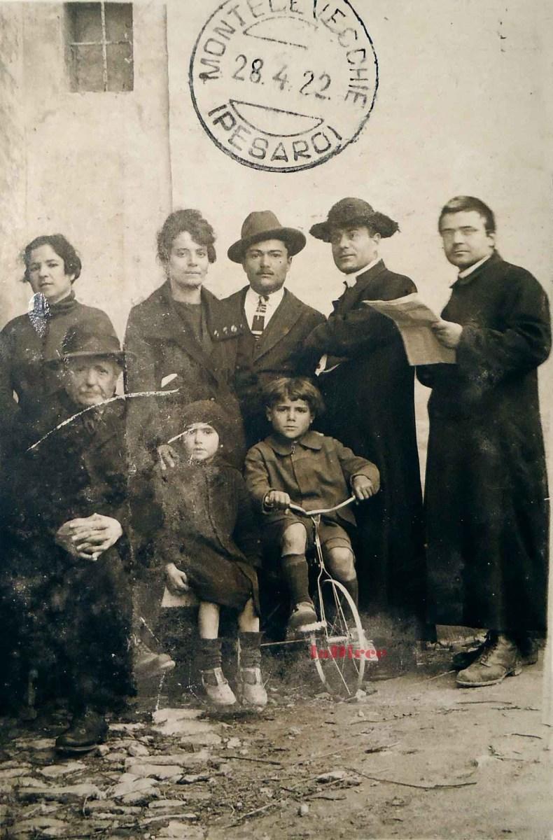 Pesaro 1922 - Giovanni Gabucci con la famiglia Macchini