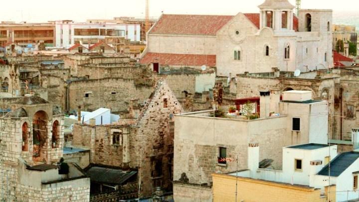 Situazioni di pericolo ad Arco Priore nel centro storico, assegnati lavori di somma urgenza