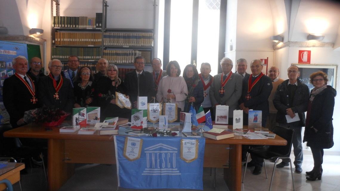"""Il Club Unesco dona 23 libri alla Biblioteca """"Pompeo Sarnelli"""""""