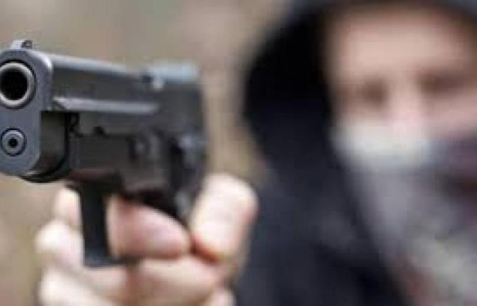 Sparatoria nei pressi del Teatro Garibaldi, colpi di pistola esplosi durante un inseguimento