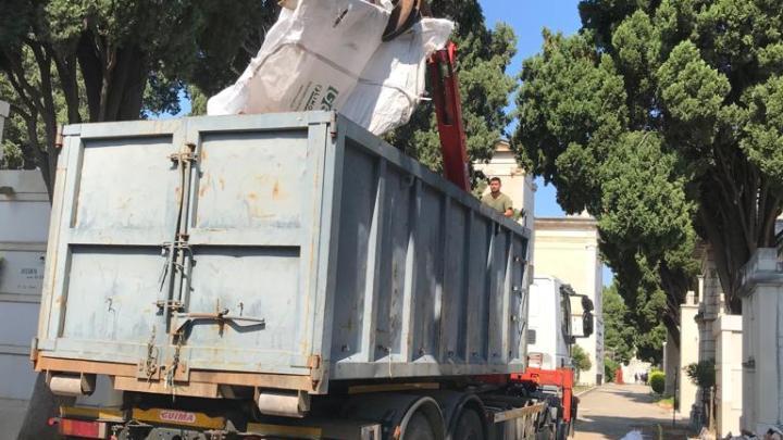 "Assessore Parisi: ""Rimossi i rifiuti dal cimitero"""