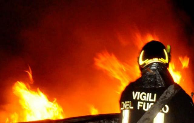 """Istituto """"Sergio Cosmai"""" in fiamme. Probabile origine dolosa dell'incendio"""