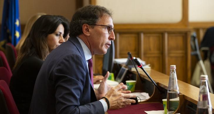 Ministro Boccia: Assorbenti e pannolini sono al 22% mentre alcuni beni di lusso sono agevolati