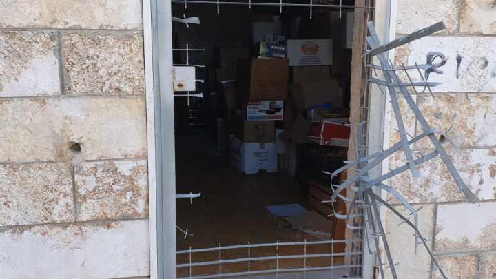 Rubati vestiti donati alla Caritas, danneggiati i locali in via prof. Mauro Terlizzi
