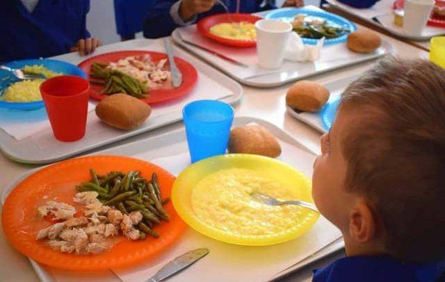 """Mense scolastiche, Spina: «Nuova gara d'appalto chiusa nel cassetto e non cambierà il """"piatto in tavola""""»"""