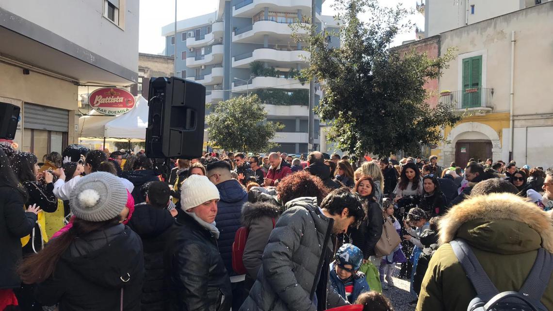 """In Largo Fiamme Gialle il carnevale organizzato dai giovani di """"Bisceglie illuminata"""""""