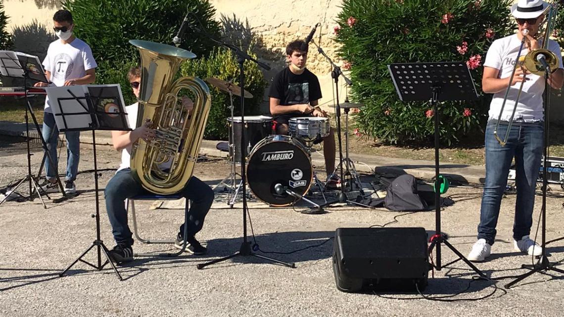 """Pomeriggio all'insegna della musica con i """"Five Shots"""", iniziativa di """"Bisceglie illuminata"""" (IL VIDEO)"""