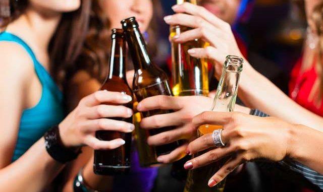 Il Sindaco ordina: vietata la vendita di bevanda da asporto in vetro