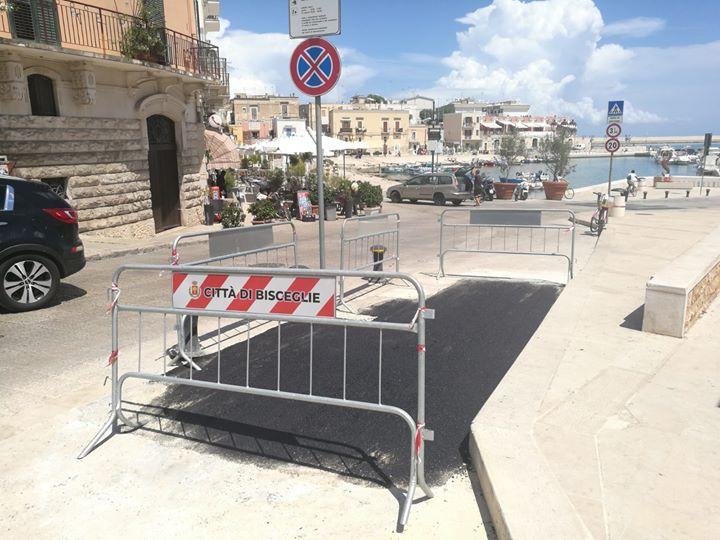Angarano: asfalto davanti al monumento ai Marinai in attesa che l'Enel ripristini le basole in pietra