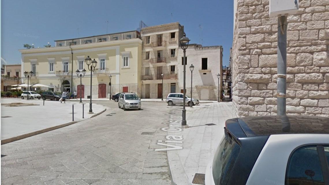 Per smontaggio gru limitazioni al traffico in via Cristoforo Colombo, piazza Castello e largo Purgatorio