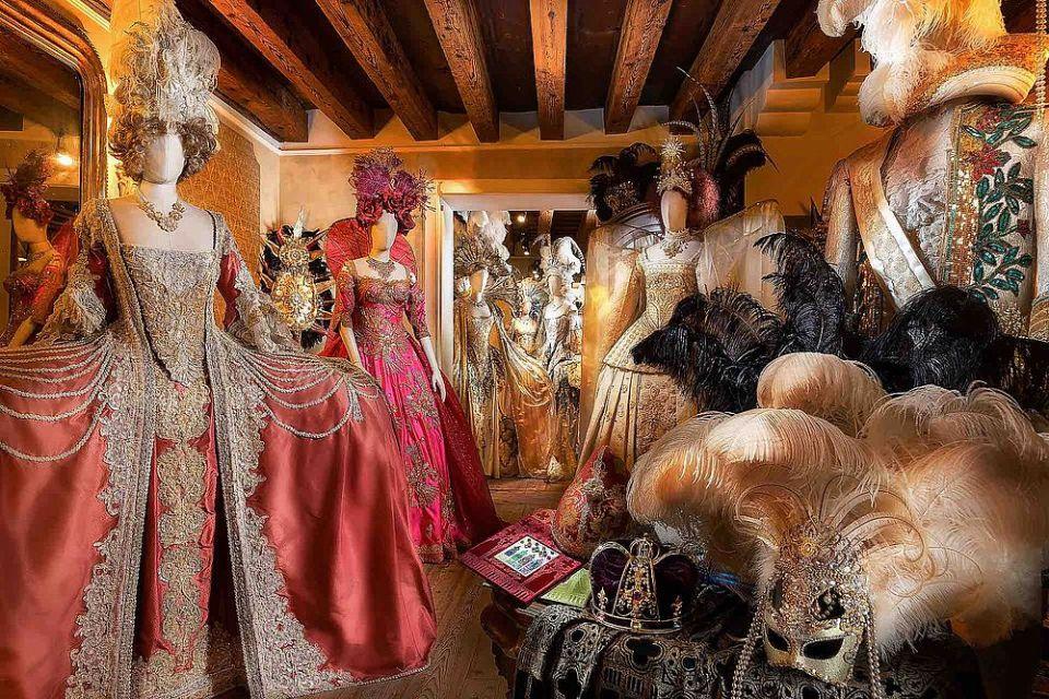 Antonia Sautter, stilista e ideatrice de Il Ballo del Doge, all'inaugurazione dei mondiali di sci di Cortina con i suoi sontuosi abiti storici