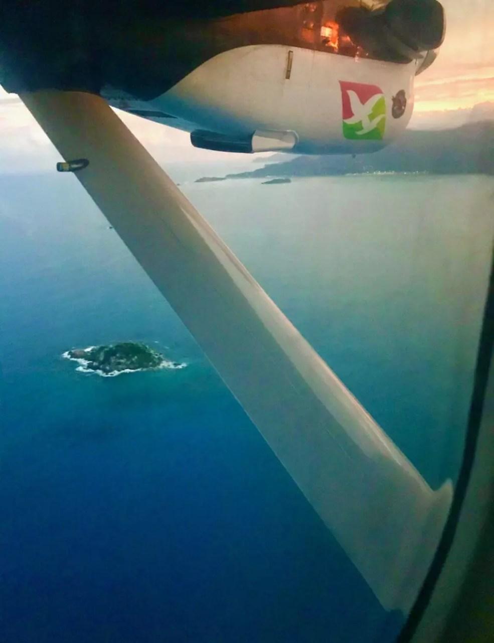 Voo de Praslin para Mahé com a Air Seychelles - Andrea Miramontes / Lado B Viagem