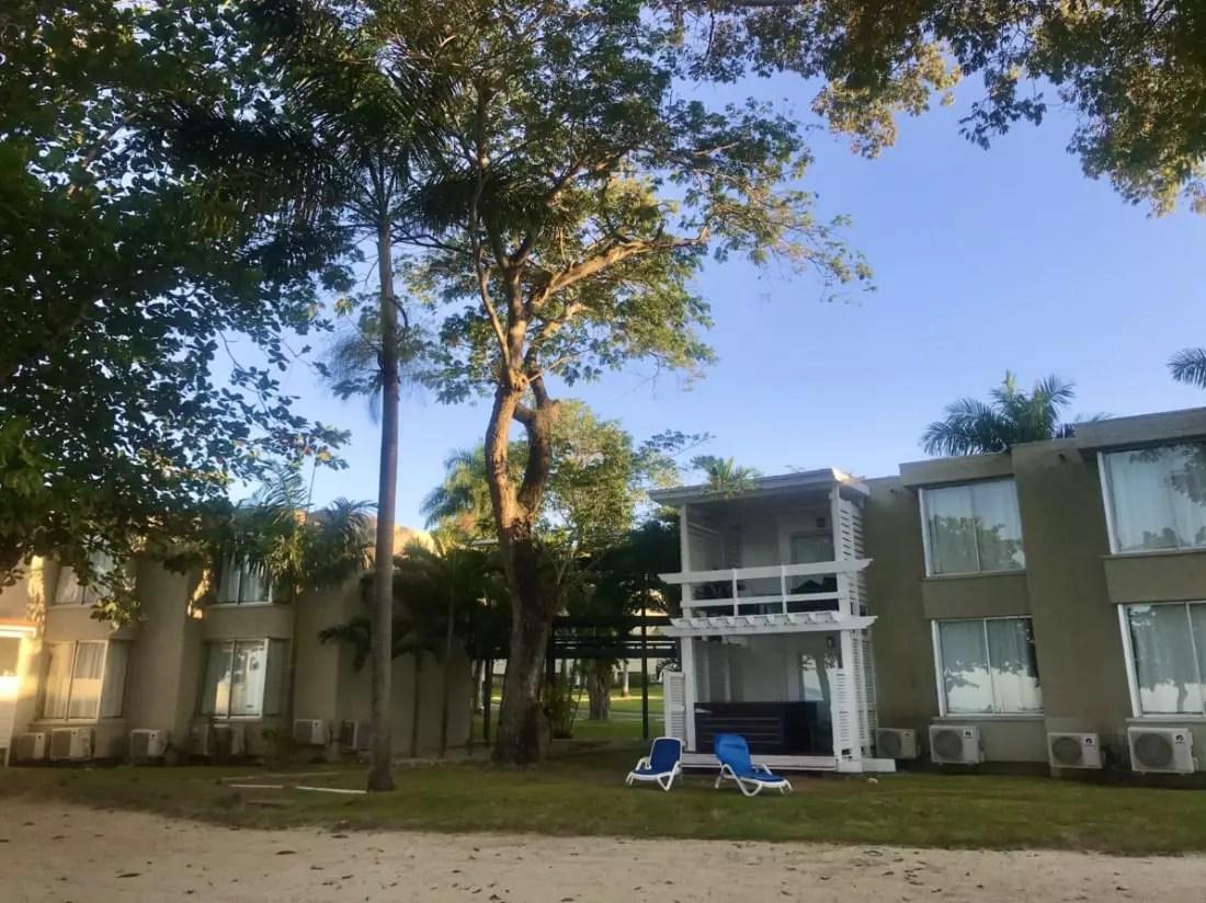Nas duas áreas, de roupa opcional e naturista, há quartos de frente para a praia - Andrea Miramontes / Lado B Viagem