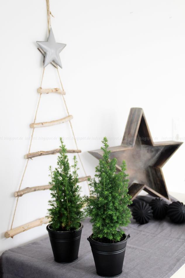 DIY Weihnachtsbaum aus Ästen