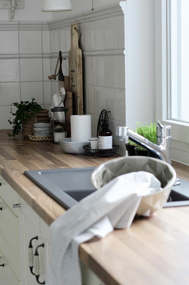 Küche Impressionen schwarz weiß Holz