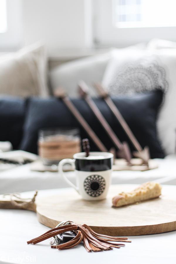 schwarz-weißer Boho Look mit Wohnaccessoires umsetzen, Pfeile als Dekoelemente, Vase Hübsch,