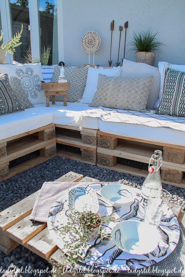 Palettenlounge selberbauen, Dekoideen für Terrasse und Garten, Sitzpolster aus Ikea Babymatratzen