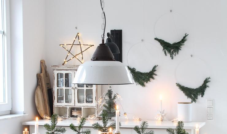 DIY hängende Wanddeko Kränze Tannengrün