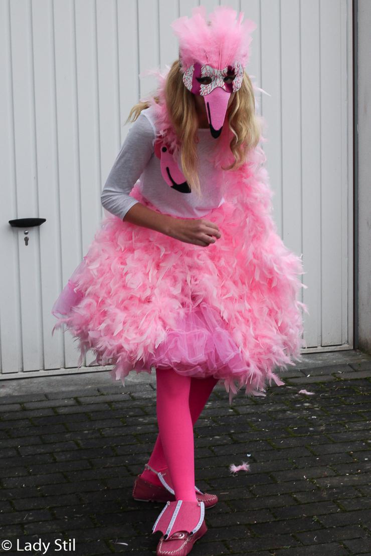 DIY Karnevalskostüm Flamingo Maske Füße https://lady-stil.de