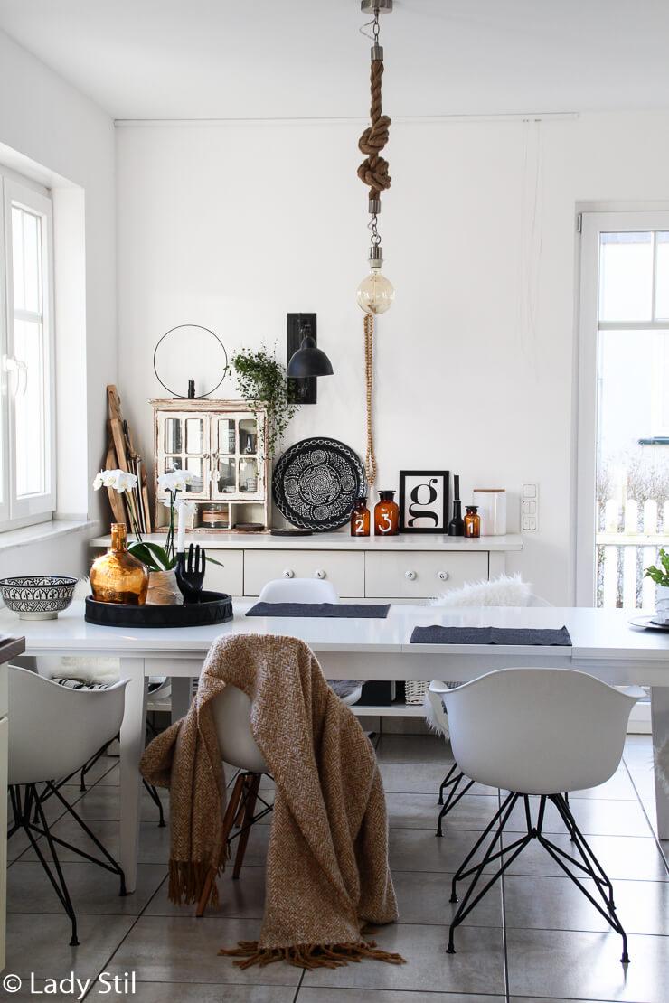 Tischdekoration im Alltag Ethno Schwarz Weiß Holz Ocker