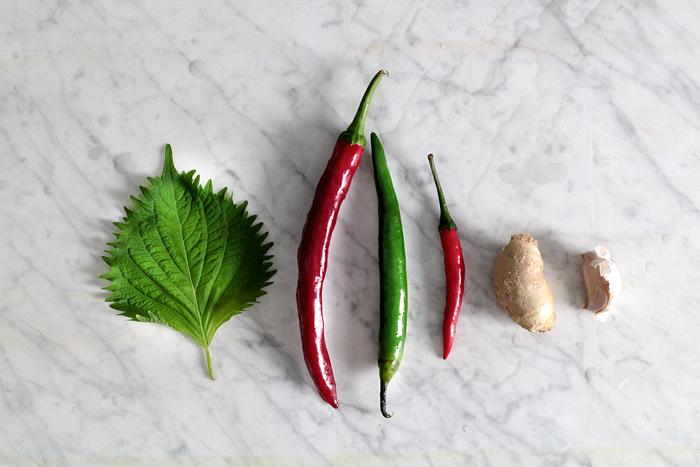 mean-santa-chili-sauce02