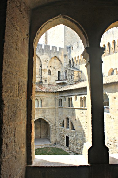 Palais des Papes window