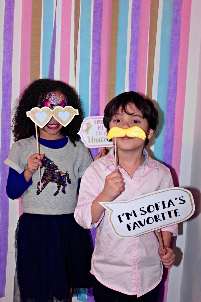 easy unicorn birthday party ideas - photobooth