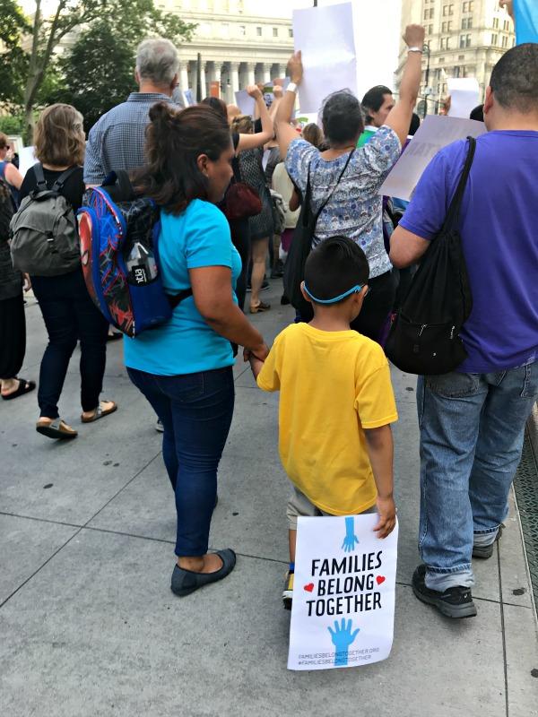 ayudar a familias en la frontera