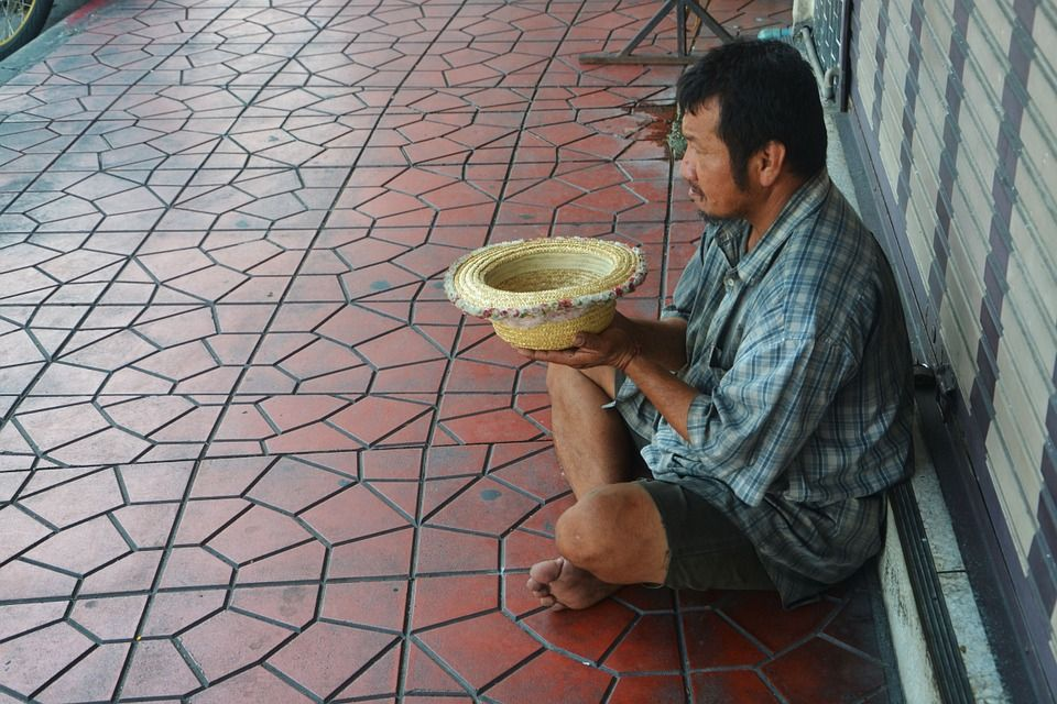 The 4 Most Compassionate Ways to Deal With Panhandlers