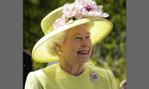 The Queen Fights Back Against Pollution by Banning Plastic Straws and Bottles