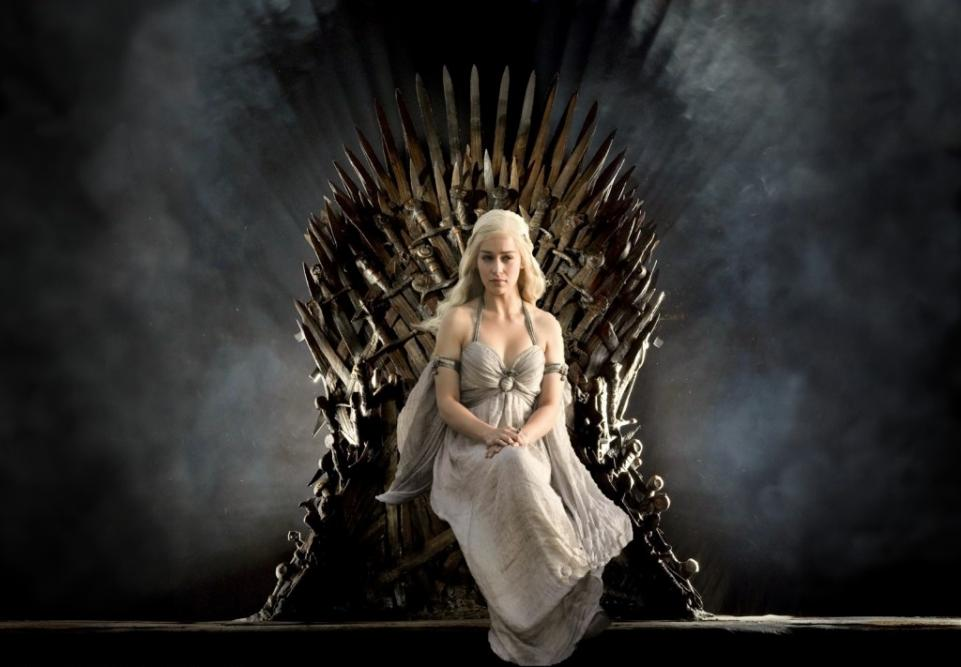 game of throne chair sleeper twin thrones daenerys sitting on lady geek girl and friends