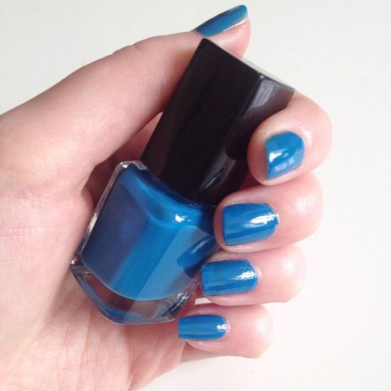 alt-vernis-bleu-lagon-nail-art