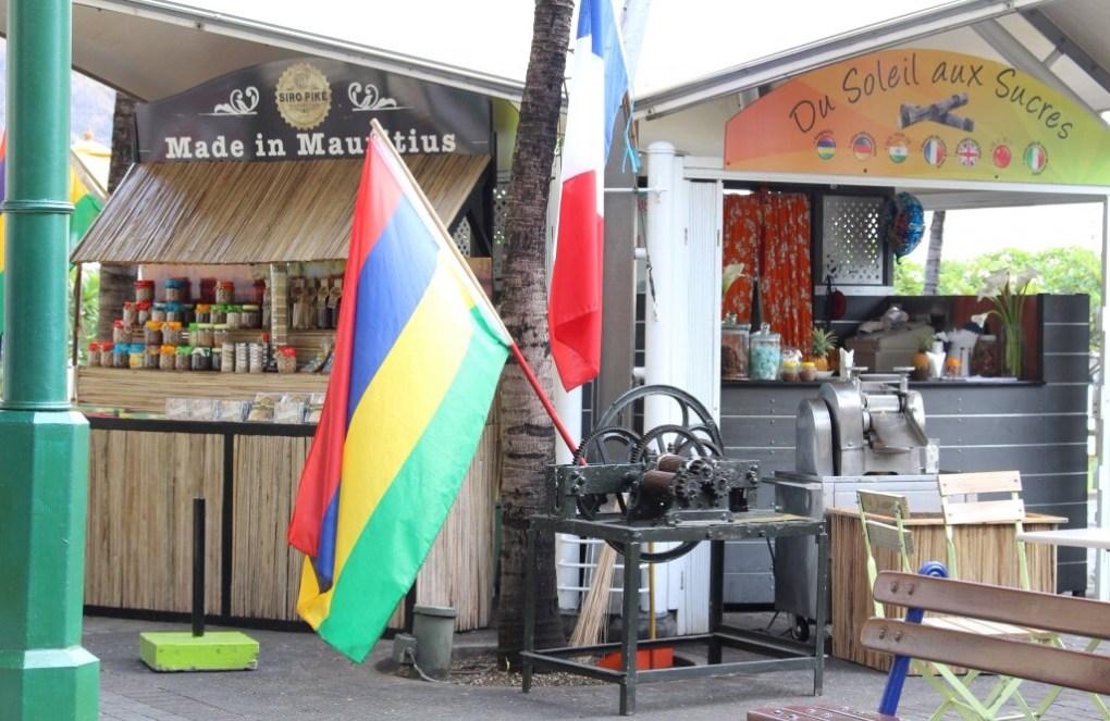 alt-port-louis-mauritius-drapeau