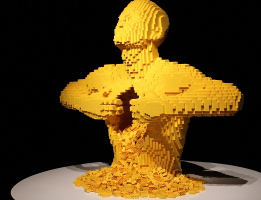 alt-yellow-the-art-of-the-brick-yellow-lady-heavenly