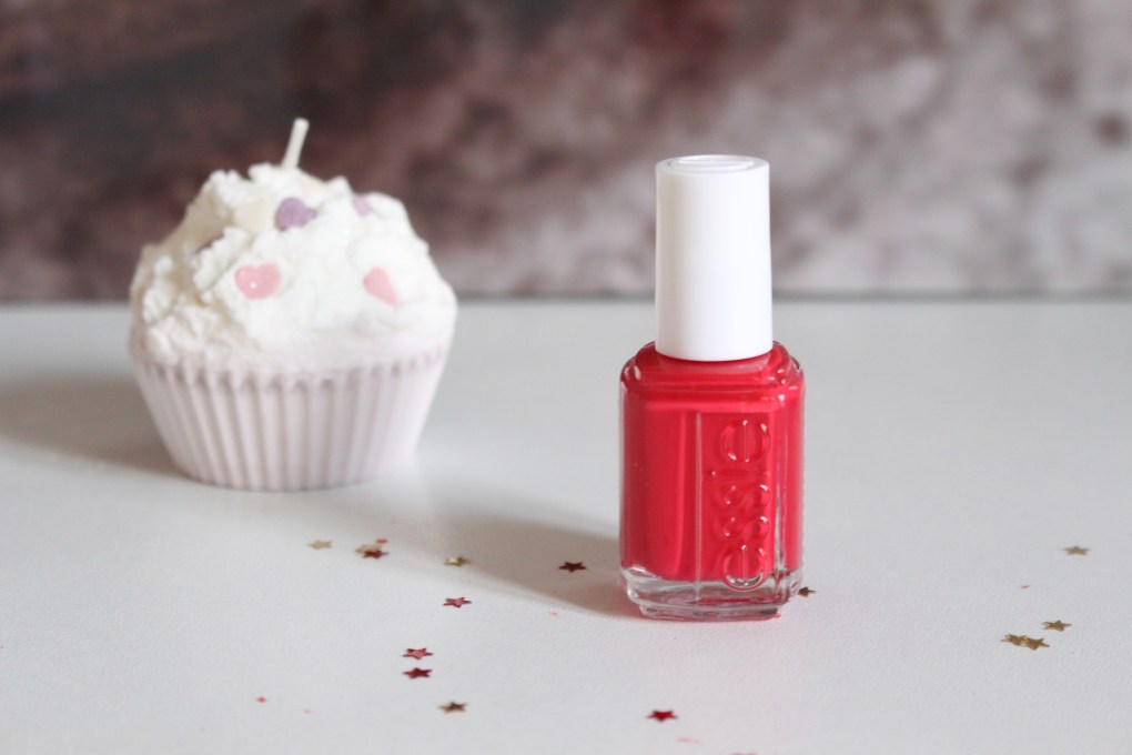 alt-lady-heavenly-vernis-rouge-essie