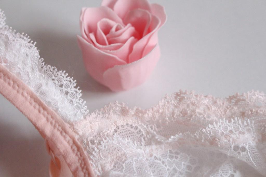 alt-dentelle-blanche-rose-poudrée