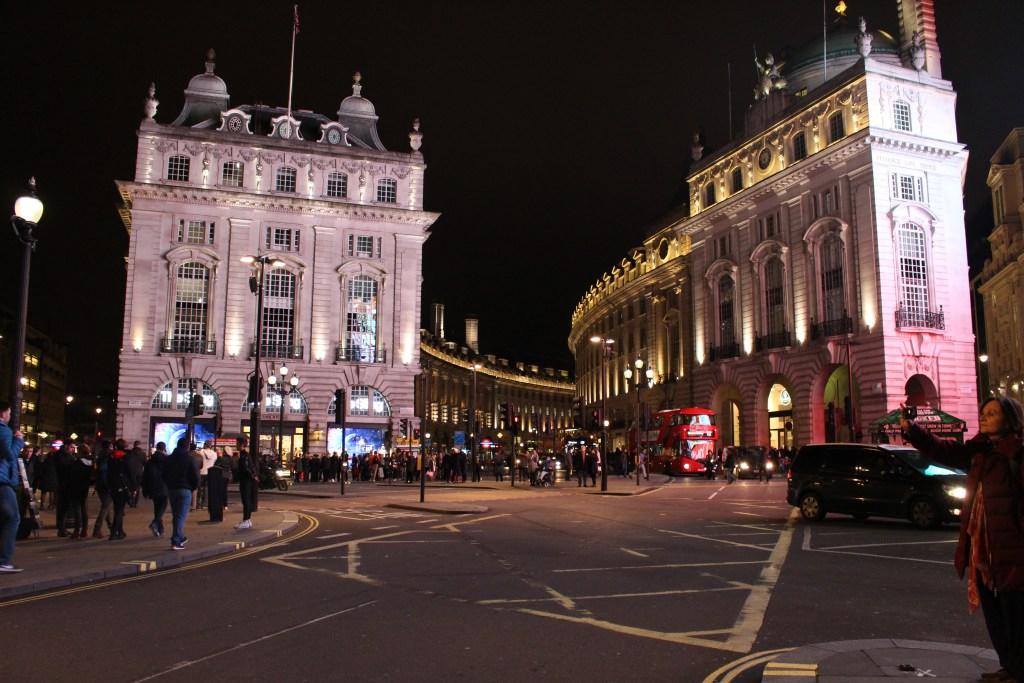 alt-londres-Piccadilly-Circus-de-nuit