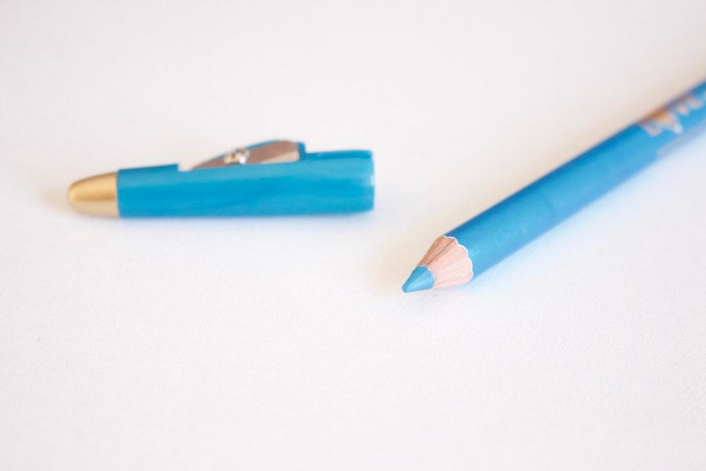 alt-crayon-yeux-bleu-turquoise-taille-crayon-intégré