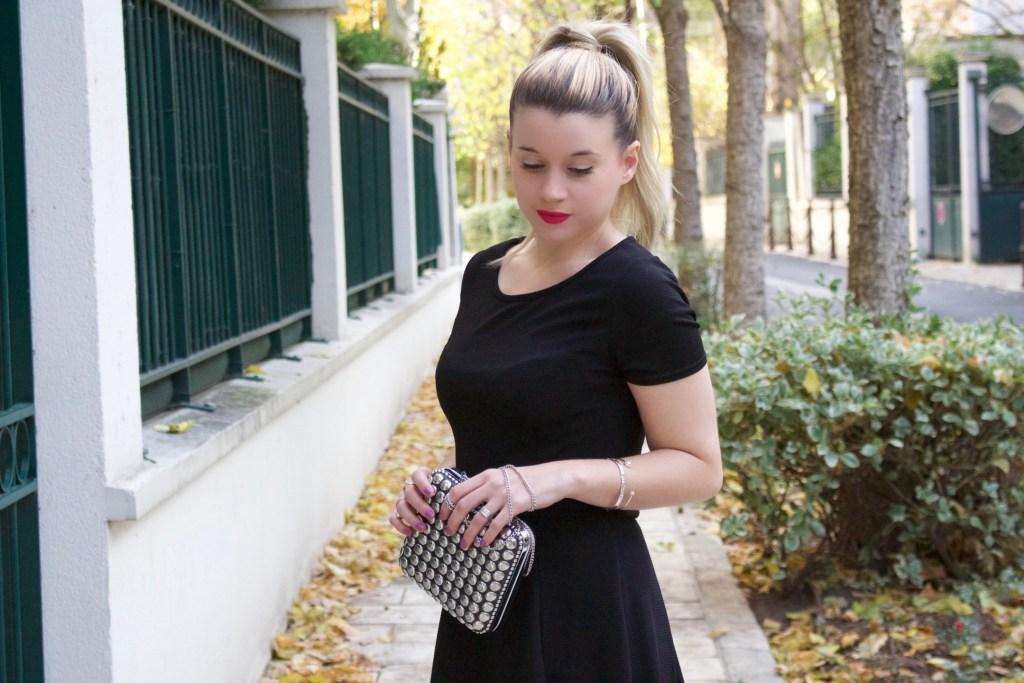 alt-lady-heavenly-look-petite-robe-noire-minaudière-caroline-receveur