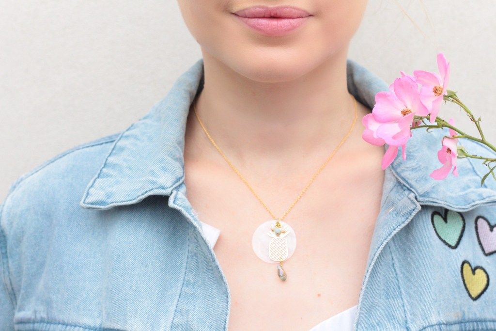 alt-lady-heavenly-détail-bijou-collier-ananas-doré