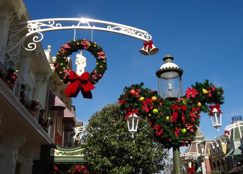 When Do They Take Down The Christmas Decorations At Walt