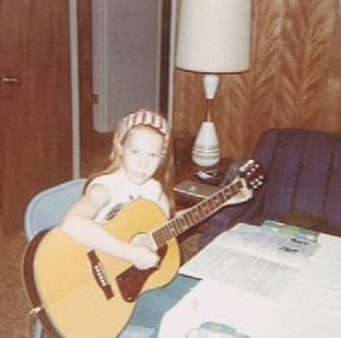 1970ish-playing-guitar-house-where-cousins-visited