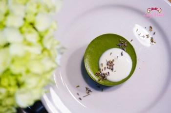 忠孝新生咖啡廳》KiOSK,抹茶椰子奶油起司與熱壺茶飲的手沖咖啡簡約藍白輕食不限時餐廳