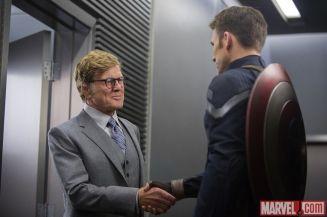 Alexander Pierce et Captain America