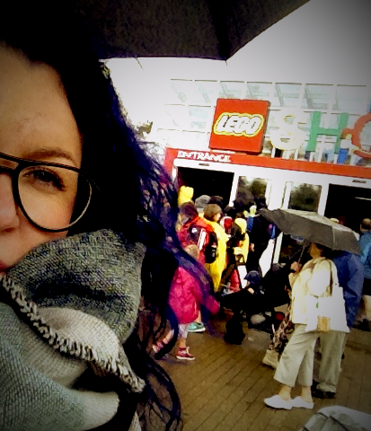 Selfie of me together with the biggest Lego shop in the world...