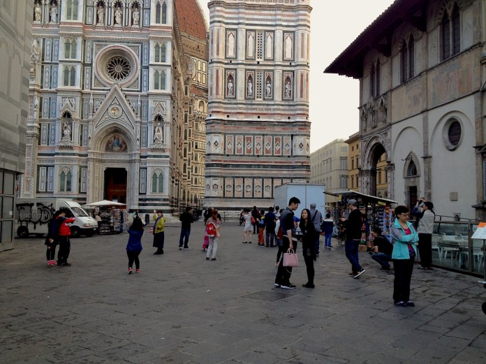 8:49. Piazza del Duomo was getting the first crowds of the day.
