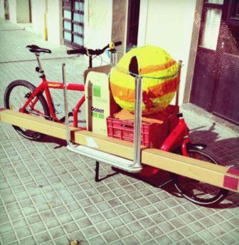 Bullit cargo bike cargada para una fiesta