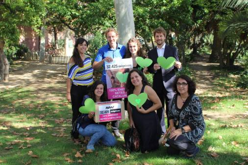 Representantes de BCN21S para la entrega de firmas por el medioambiente en el Parlament de Catalunya