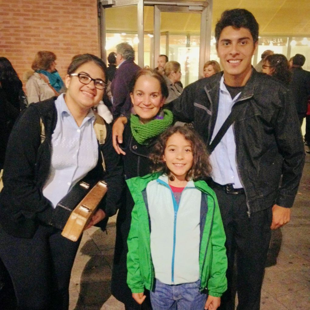 Yve Ramírez y la Orquesta de Instrumentos Reciclados de Cateura