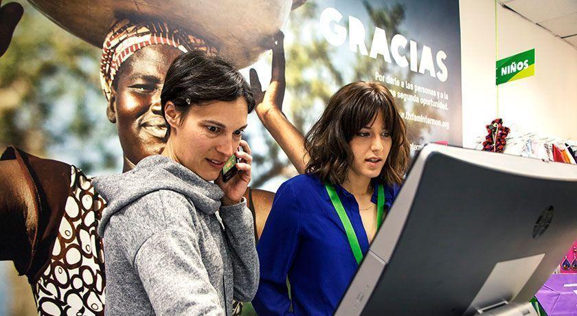 Voluntarias de una tienda de segunda oportunidad de Oxfam Intermon